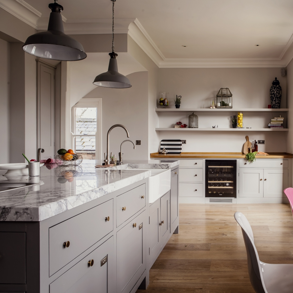 Oxford Kitchen with skinflint kitchen lighting