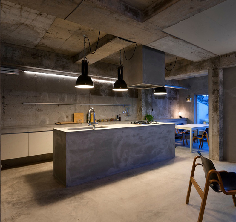 Industrial black enamel pendant light - Concrete Apartment Japan