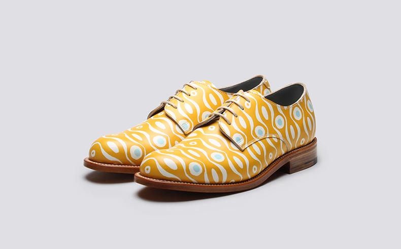 Cambridge imprint yellow patterned shoe design