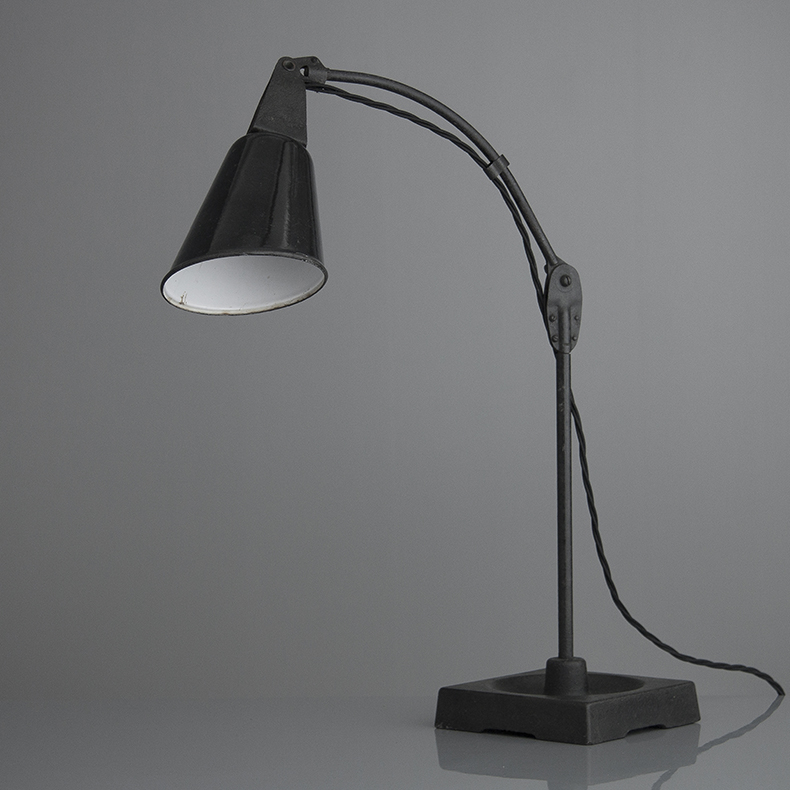 English-made Light by Walligraph