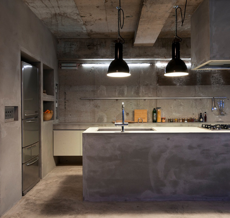 Vintage black enamel industrial pendant lights in concrete kitchen