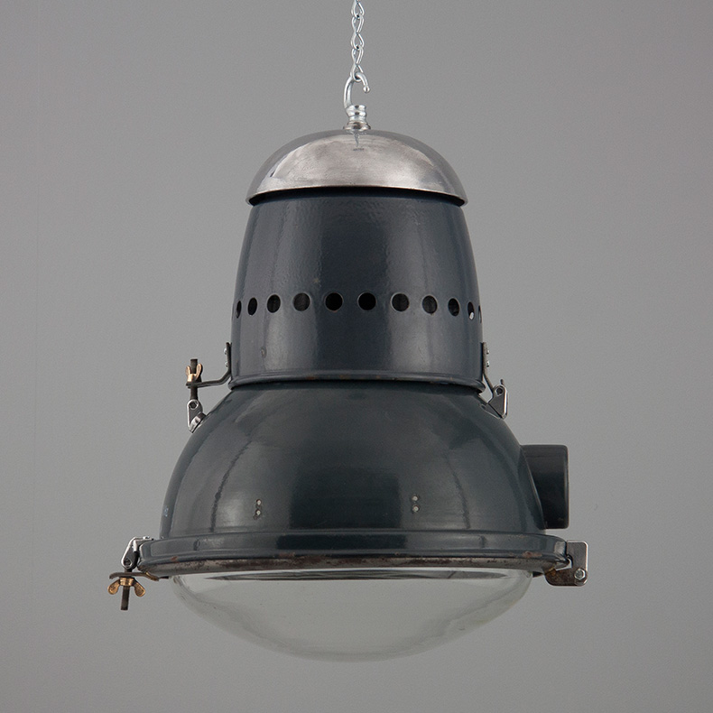 skinflint Hungarian industrial pendant light
